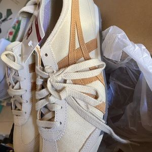 New in Box Cream Leather Tigers